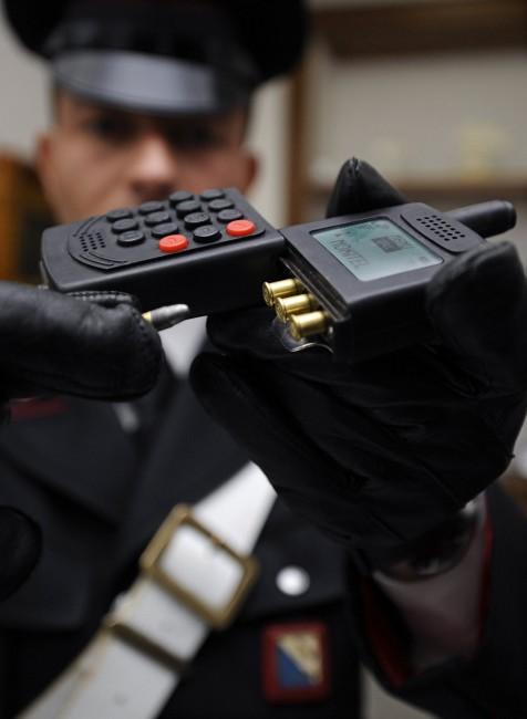 ITALY-CAMORRA-MAFIA-POLICE-PHONE GUN-SEIZURE